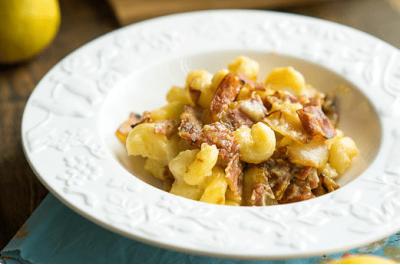 Рецепт от Андрея Рудькова. Макароны с беконом, грушей и сыром